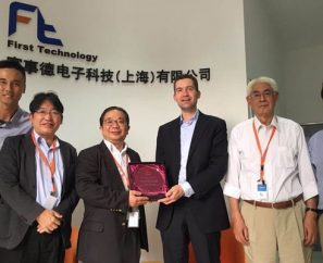 xyztec hands Roger Lee of FTC the award